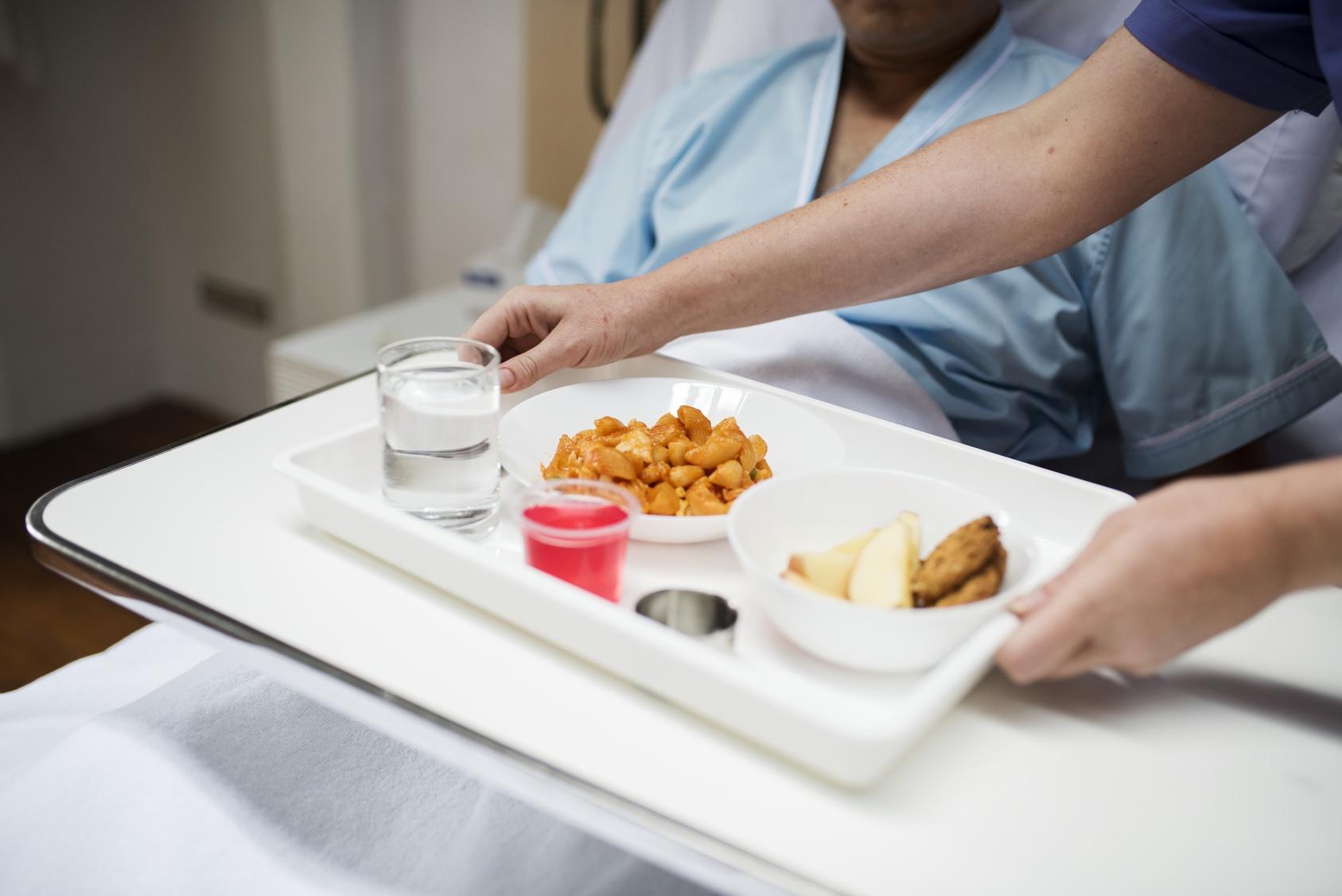 LA HORA DEL ALMUERZO EN EL HOSPITAL/病院でお昼の時間
