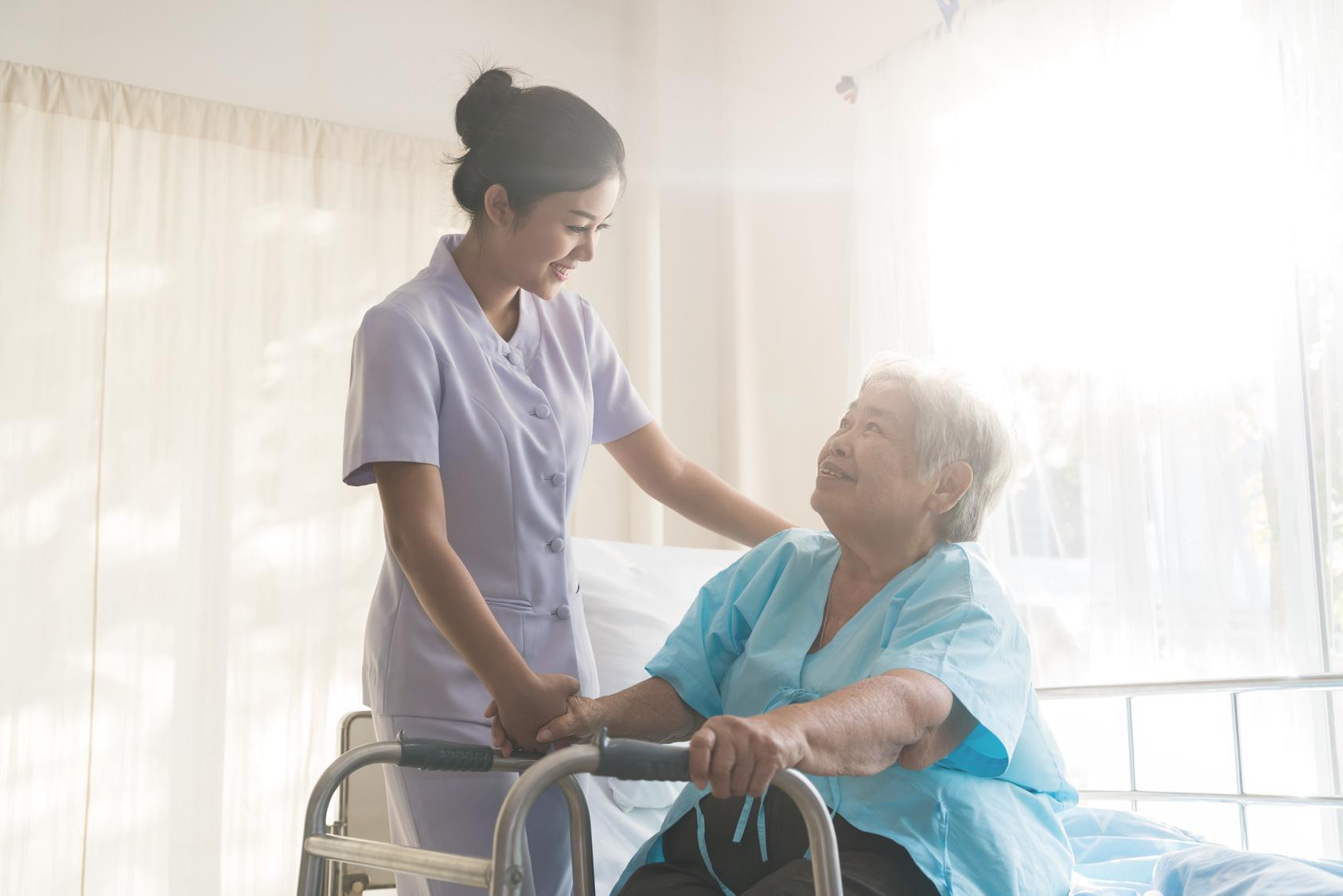 要当看护士吗/介護士になる
