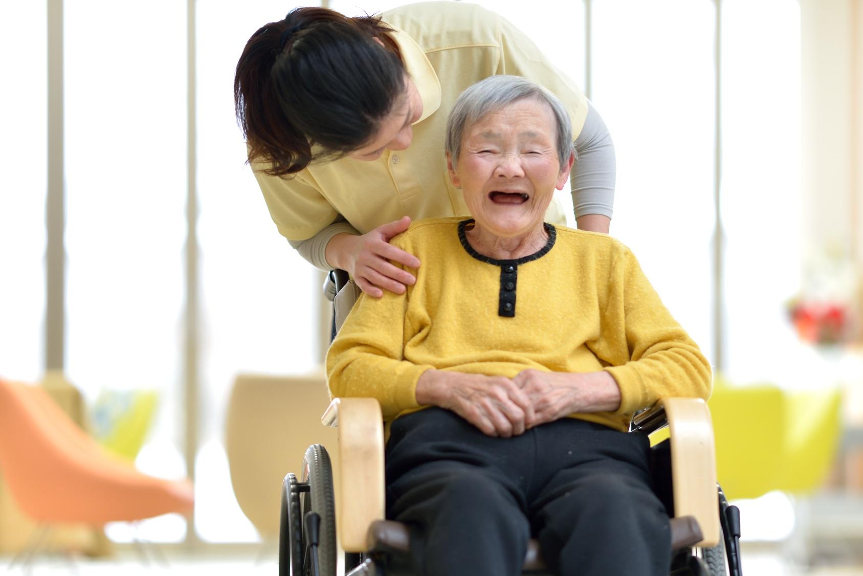 看護助手と介護士