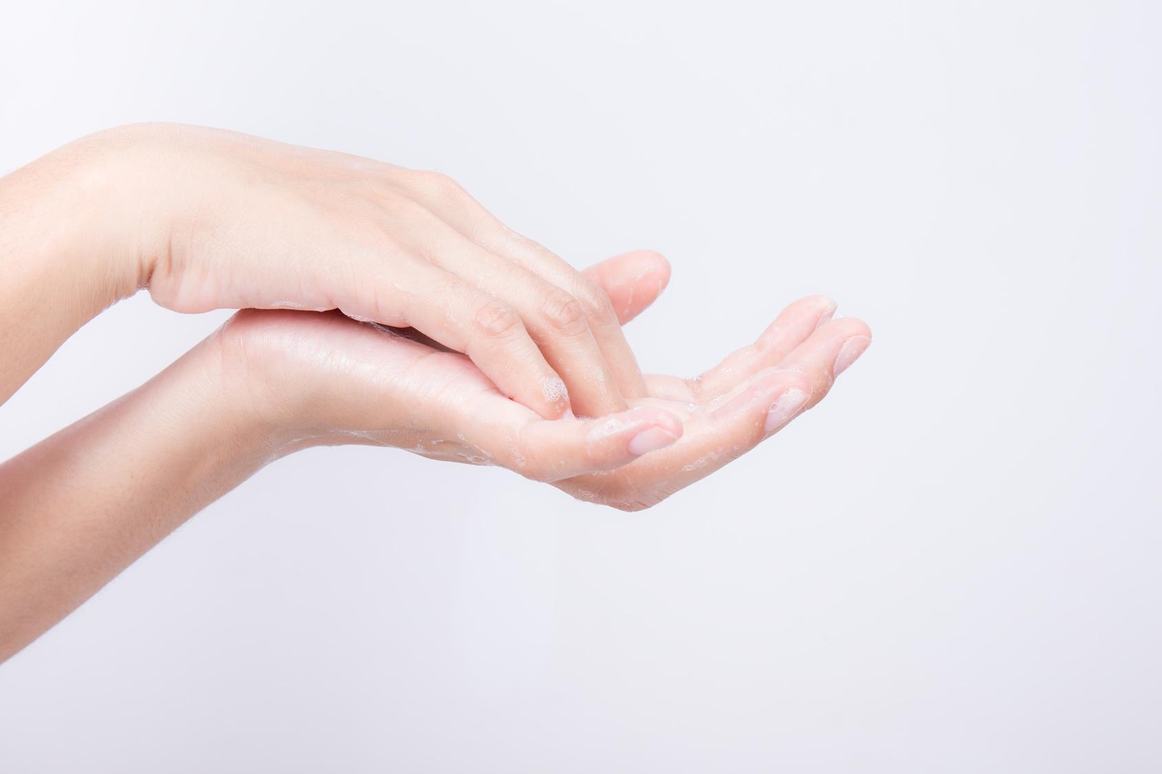 UÑAS LIMPIAS Y CORTAS/ 綺麗で短い爪