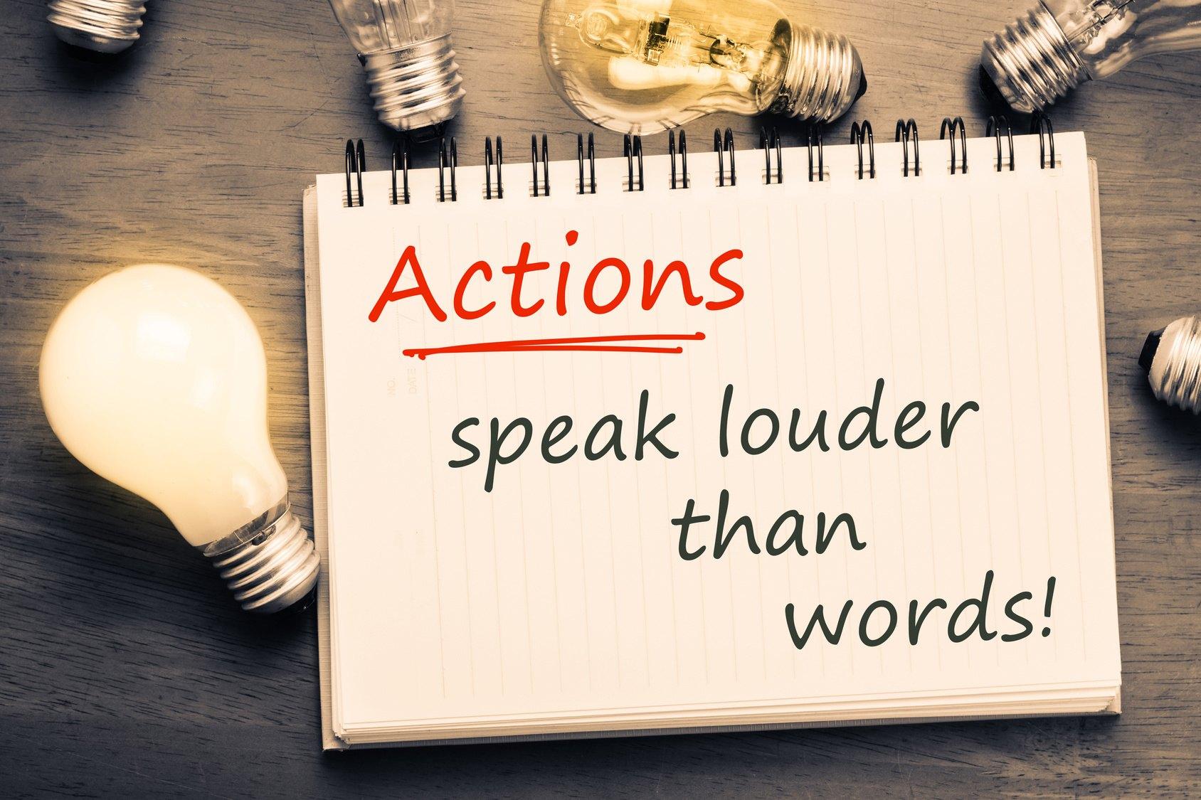 LAS PALABRAS JUNTO CON LAS ACCIONES/行動と一緒の言葉