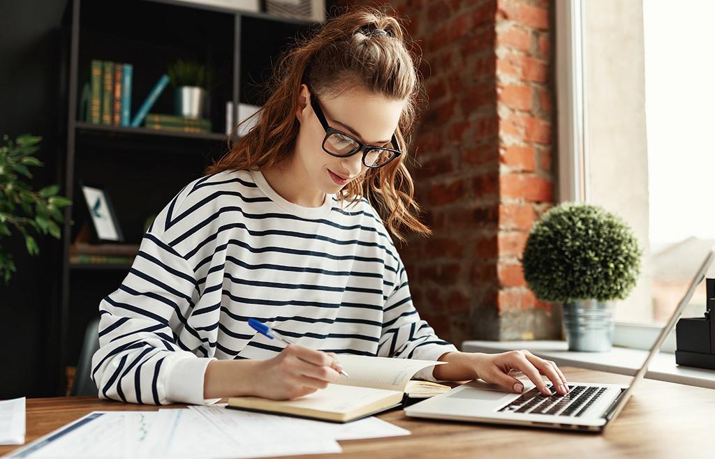 အားလပ်ရက်များတွင် စာပေလေ့လာမှုကိုအာရုံစိုက်မည်/連休には勉強に集中